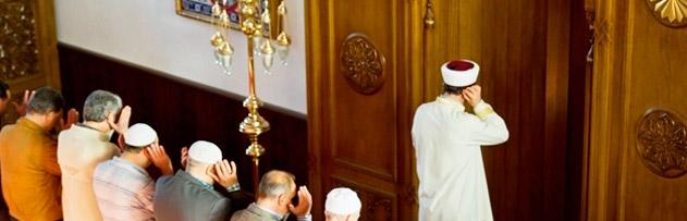Cemaate namaz kıldırıcak bir imamın niyetini nasıl yapması gerekir?