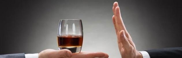 İmam Azam Ebu Hanife'ye ve bazı sahabelere dayanarak, şarabın dışındaki (rakı ve bira gibi) sarhoş edici alkollü içkileri, sarhoş etmeyecek kadar içmenin caiz olduğunu söyleyenler var. Olayın gerçek yüzü nedir?