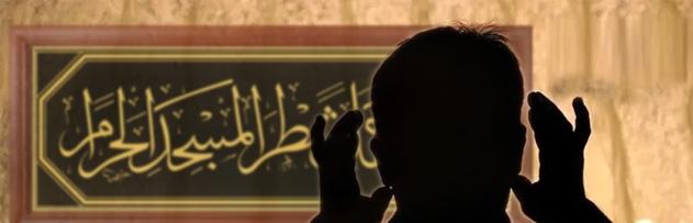 Namazda yazı (gözümüze takılan yazıyı) okumak namazı bozar mı?